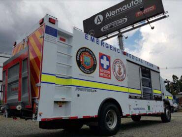 Mercedes-Benz entrega primer camión hospital ambulante en Colombia