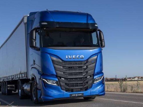 IVECO firma memorando con Plus para desarrollar camiones autónomos